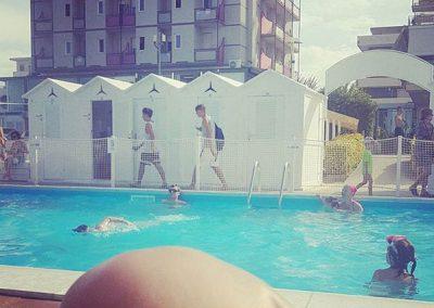 spiaggia-122-riccione-con-piscina