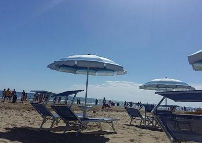spiaggia-122-riccione-lettini